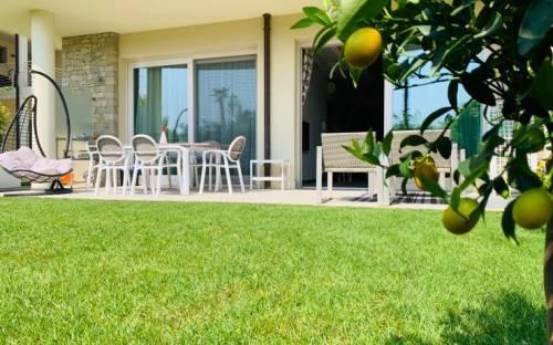 Двухэтажная квартира в Сирмионе, первая линия озера Гарда